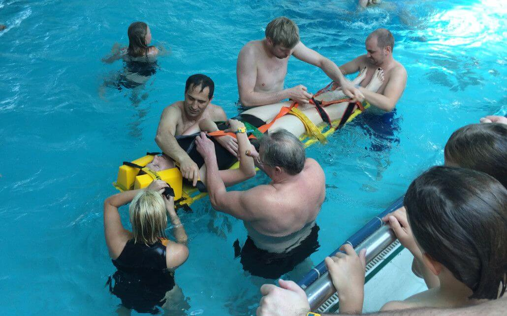 Rettungsschulung im Phönix-Bad
